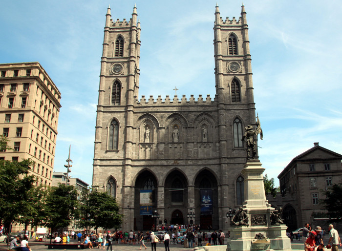 notre damme montreal exterior