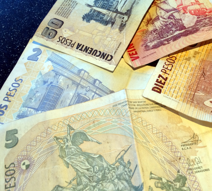 billetes varios pesos argentinos
