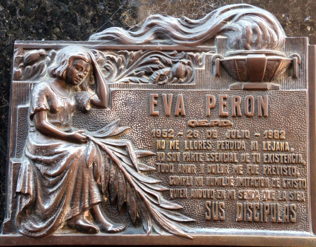 relieve tumba Eva Peron