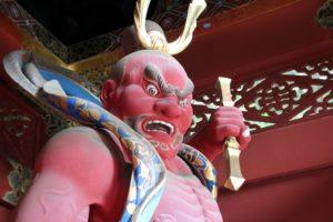 demonio japones, entrada templo