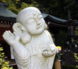 las orejas grandes traen suerte y dinero en Japón