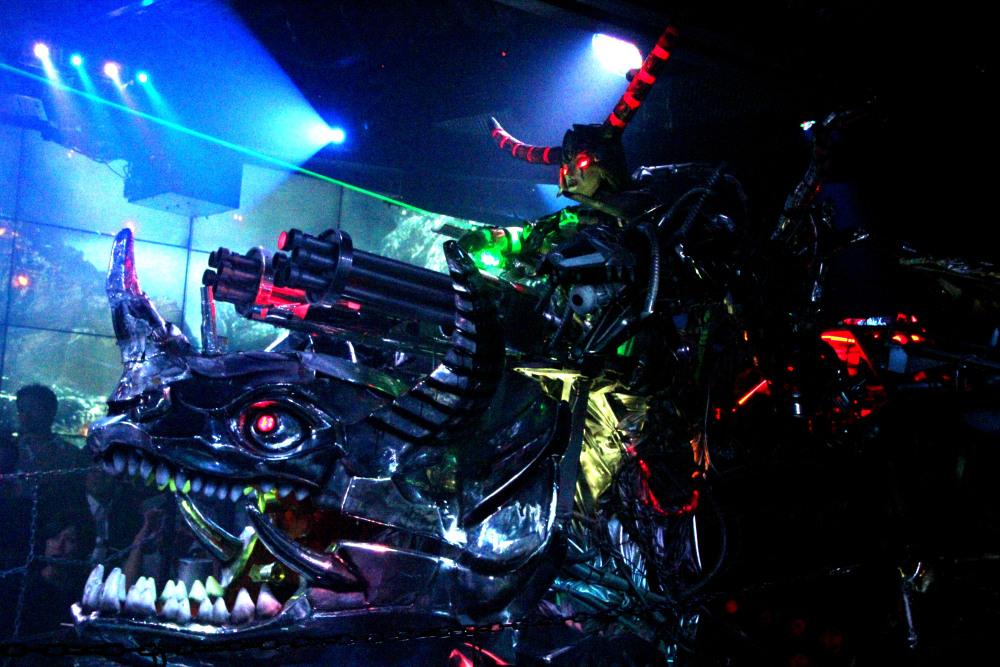 Robot Restaurant - guerra robots