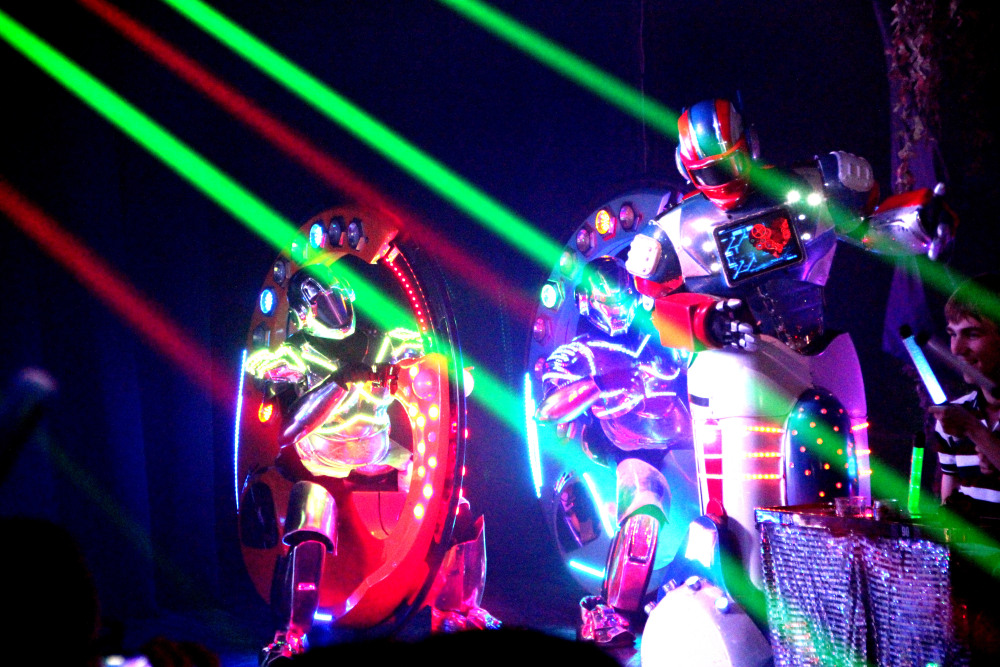 Robot Restaurant - motos y robots