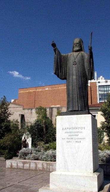 estatua frente catedral ortodoxo, Atenas