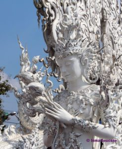 detalle templo blanco de Chiang Rai