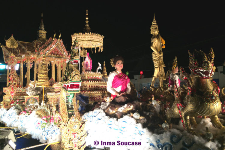 Loy Krathong, Chiang Mai - procesión carroza 2