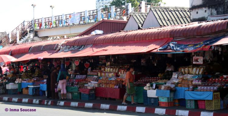 Talat Warorot Market