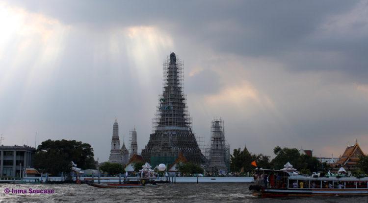Wat Arun exterior
