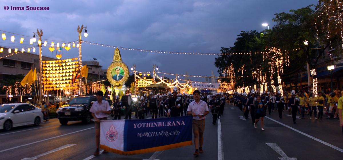 Calle Ratchadamnoen - desfile cumpleaños del Rey de Tailandia