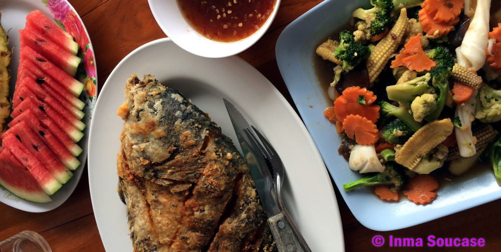 Lago Cheow Lan, embarcadero comida