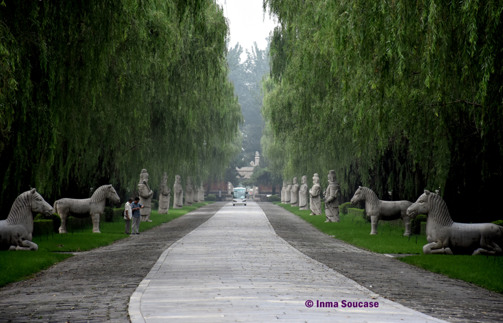 camino-sagrado-estatuas-pekin-china