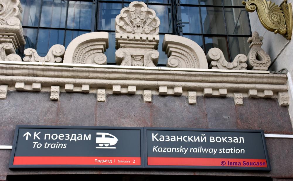 cartel-entrada-estacion-de-tren-kazinsky-moscu