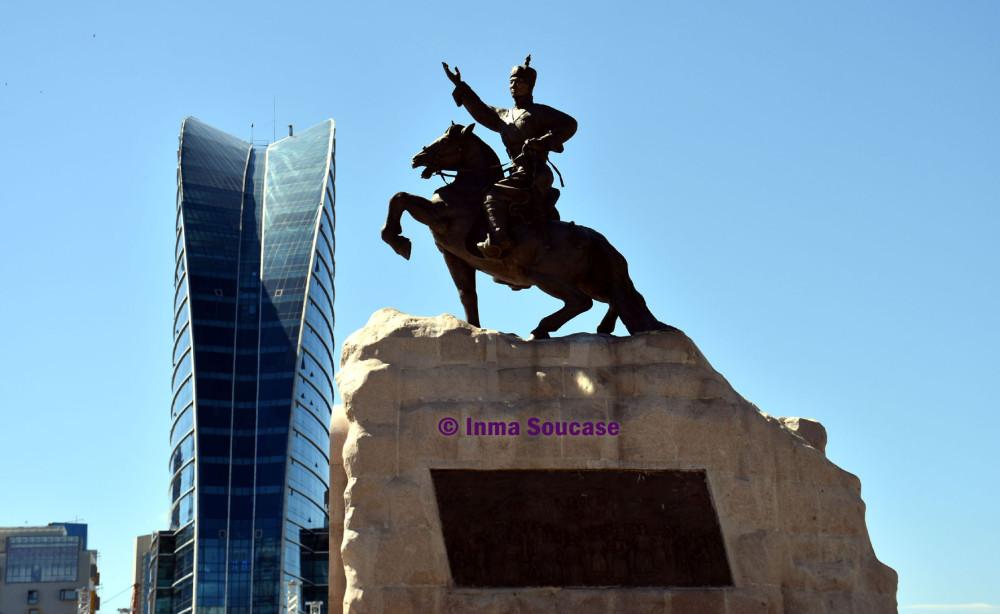 estatua-ecuestre-sujbaatar-ulan-bator