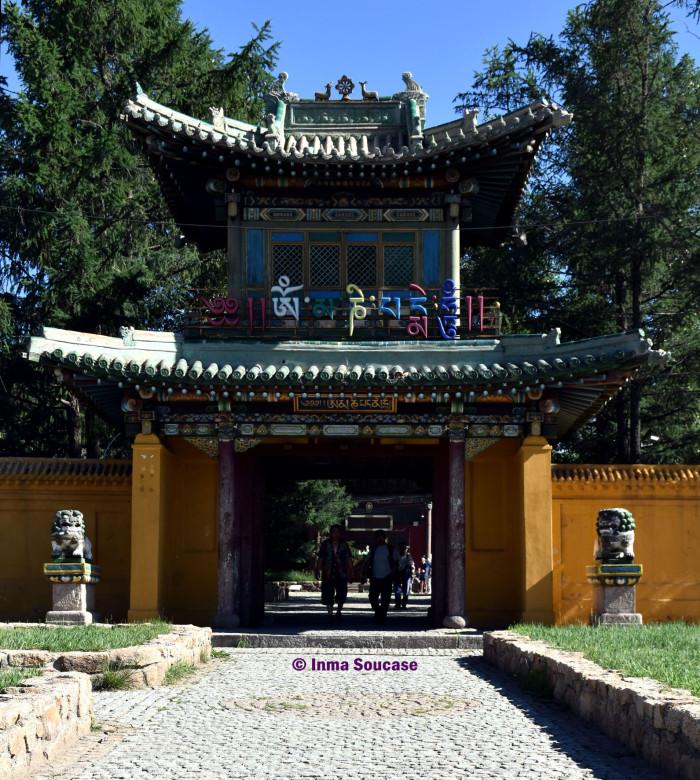 monasterio-de-gandantegchinlin-entrada-ulan-bator
