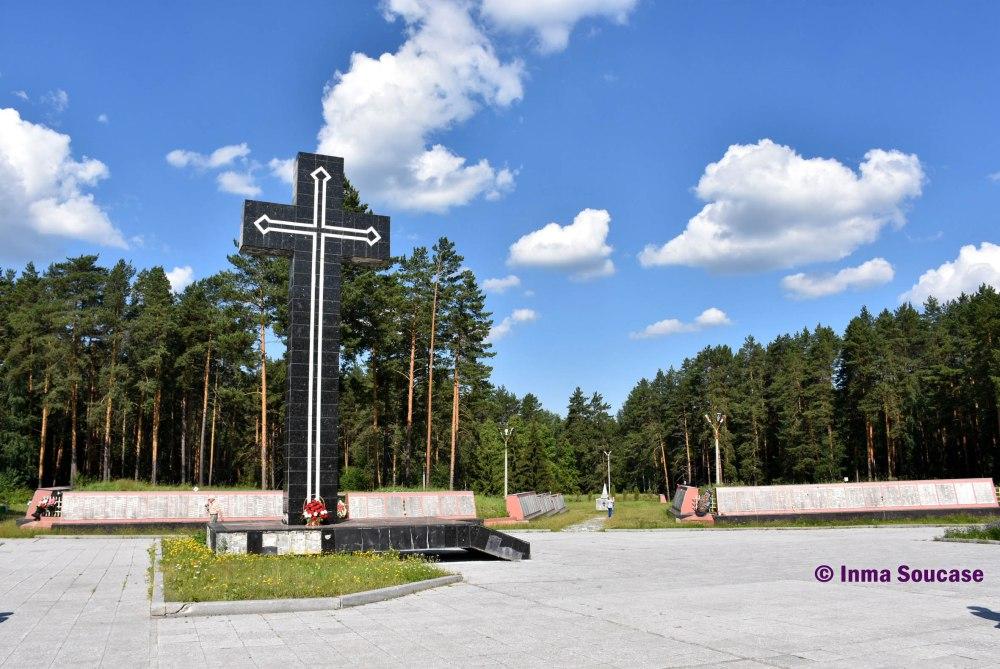 monumento-homenaje-02-ekaterimburgo
