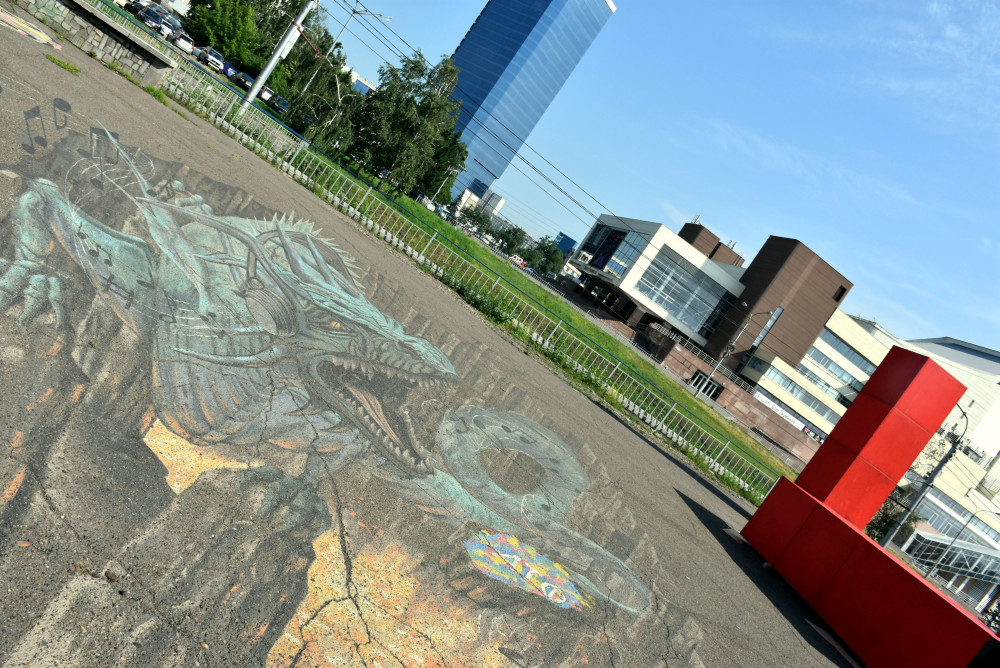 museo-arte-moderno-grafiti-suelo-dragon-krasnoyarsk
