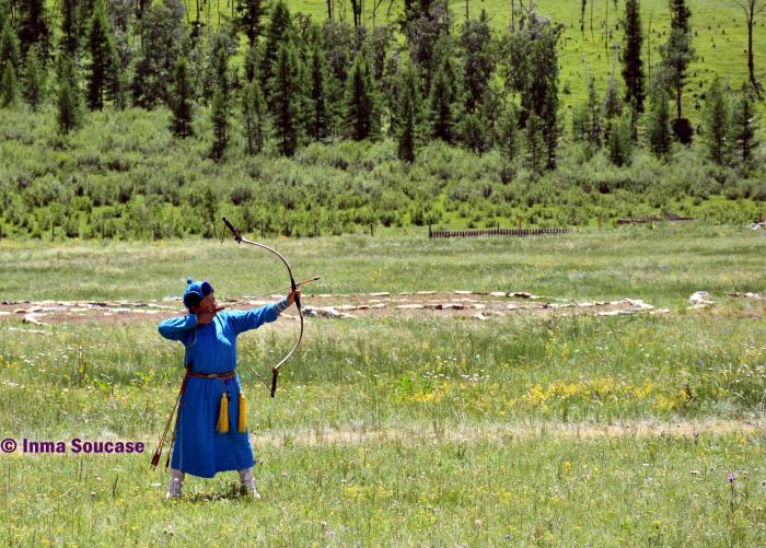naadam-tiro-con-arco-parque-nacional-gorkhi-terelj-mongolia
