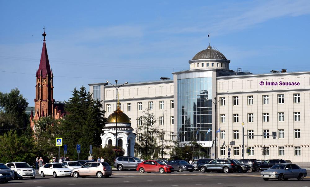 oficinas-e-iglesia-polaca-plaza-central-rkutsk