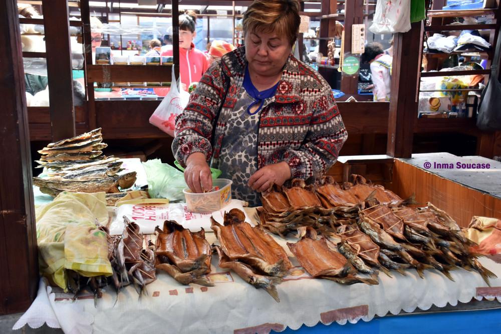 pescado-omul-mercado-lago-baikal-listvianka