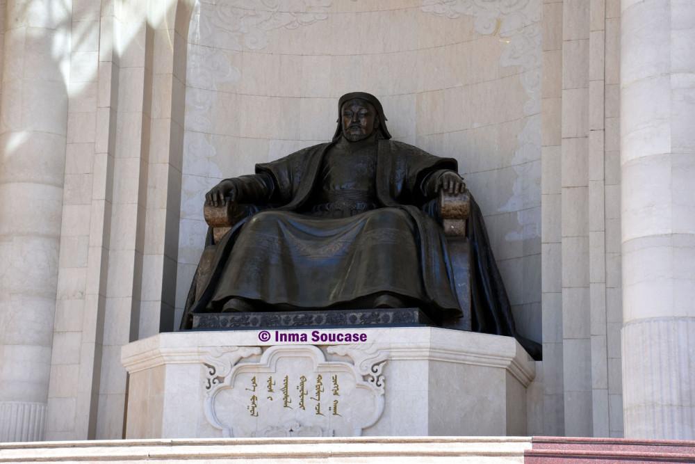 plaza-sukhbaatar-estatua-de-genghis-khan-ulan-bator