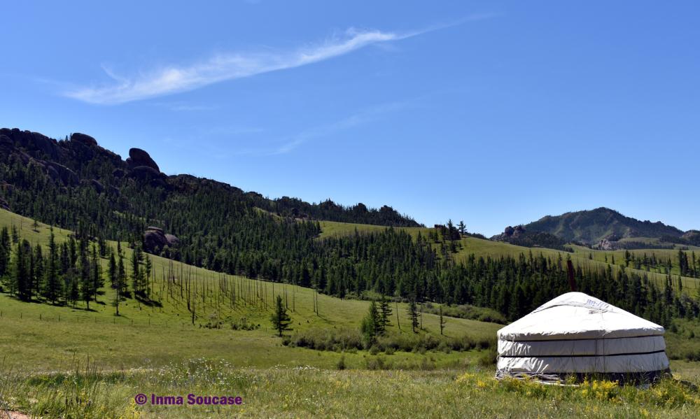 rocas-y-yurta-solitaria-parque-nacional-gorkhi-terelj-mongolia