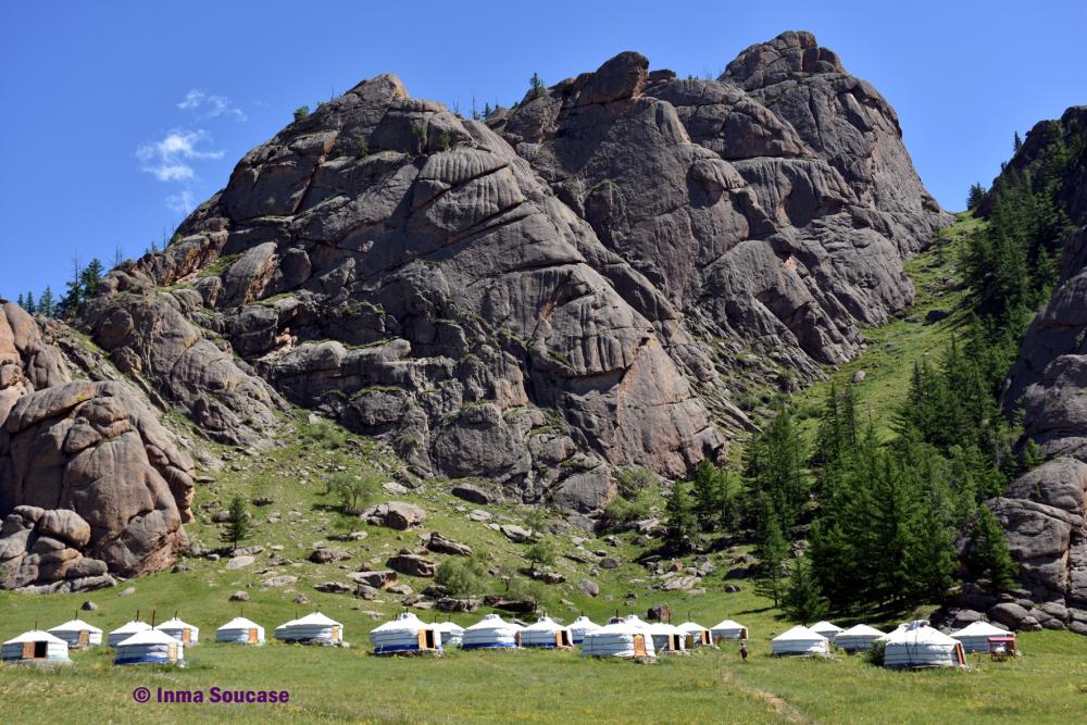 rocas-y-yurtas-parque-nacional-gorkhi-terelj-mongolia