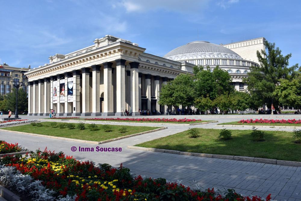 teatro-academico-de-la-opera-y-ballet-estatal-lateral-novosibirsk