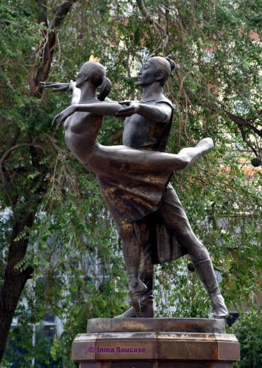 teatro-de-la-opera-y-el-ballet-estatua-ulan-ude