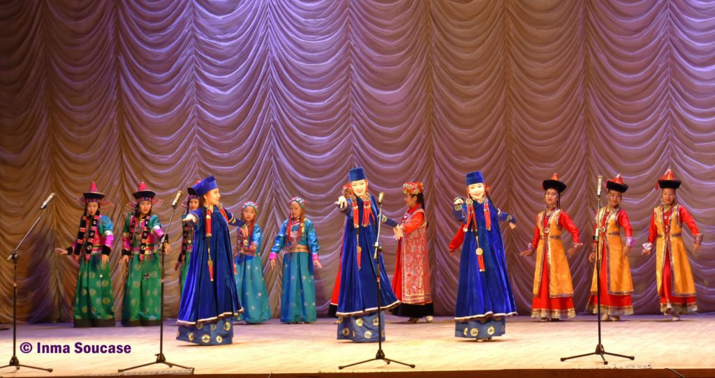 teatro-de-la-opera-y-el-ballet-folklore-ruso-01-ulan-ude