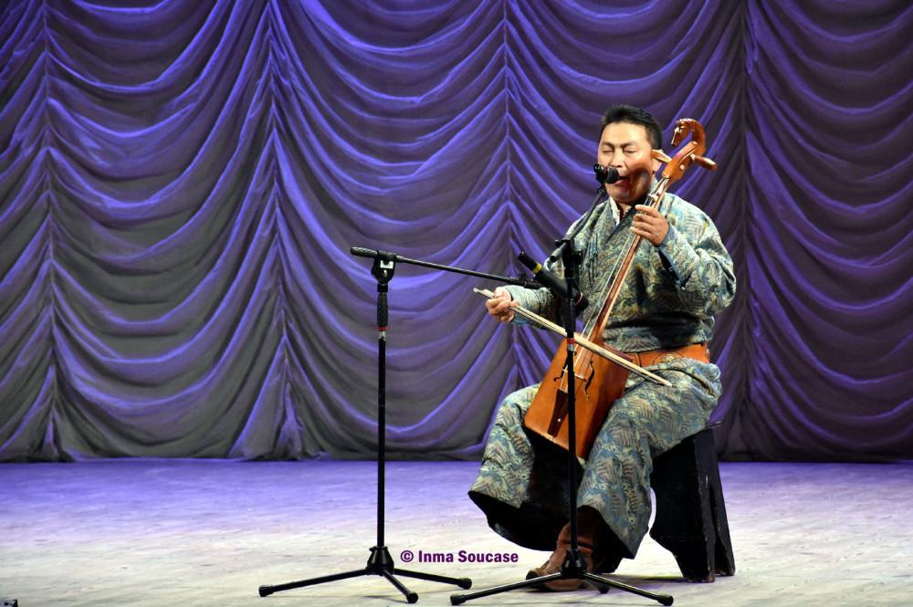 teatro-de-la-opera-y-el-ballet-folklore-ruso-06-canto-gutural-ulan-ude