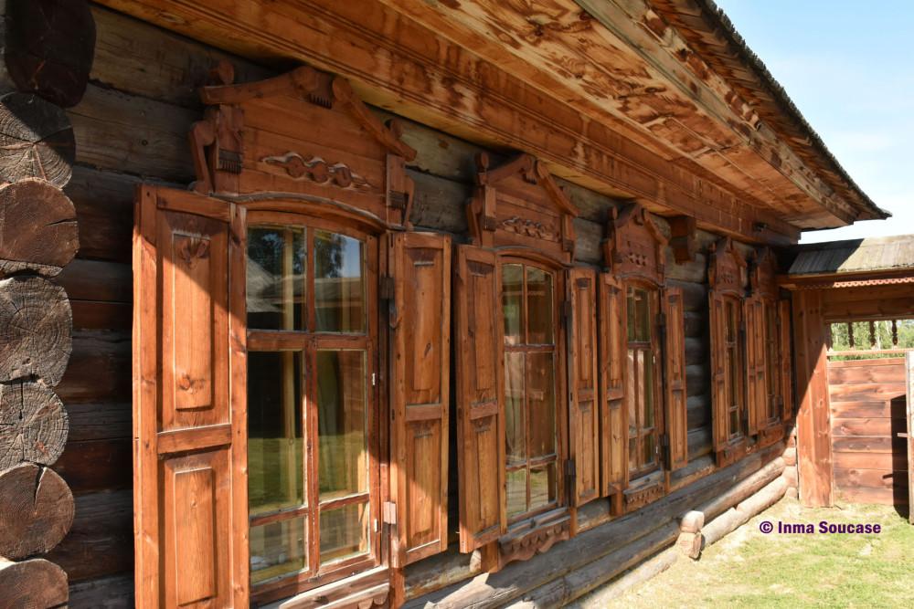 yodarma-village-museo-fachada-casa-madera