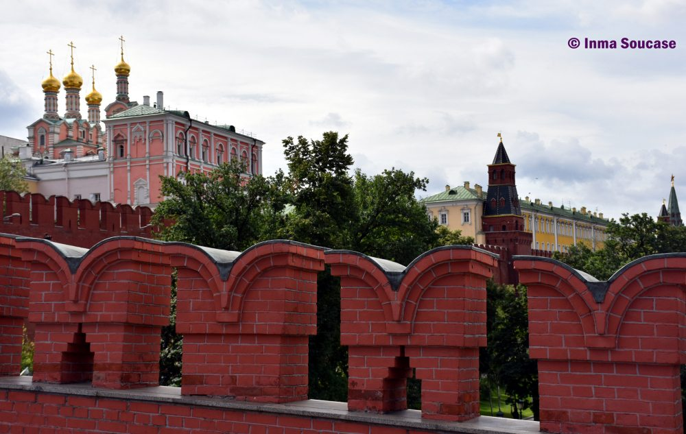 entrada-kremlin-moscu-muralla-colmenas