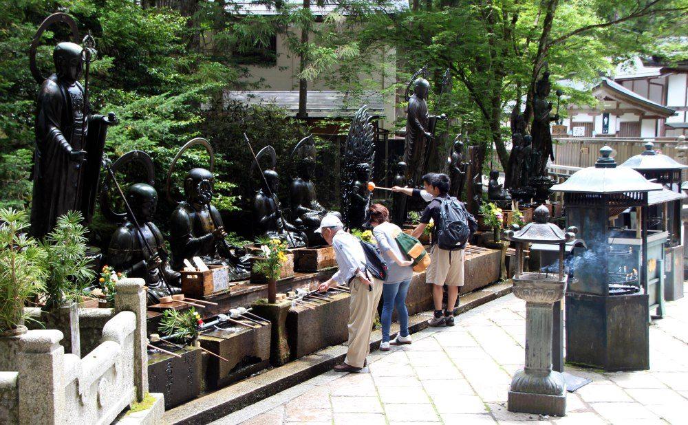 estatuas-jizo-templo-okuno-in-koyasan