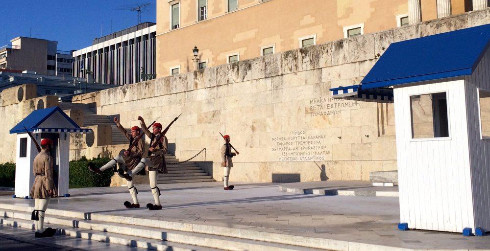 panoramica cambio guardia Atenas Parlamento