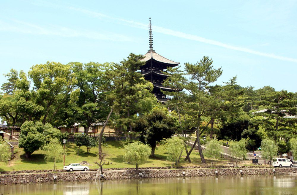 Templo Kofukuji y lago, Nara
