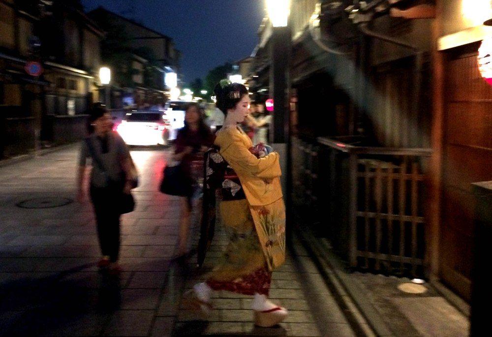 una maiko en Gion