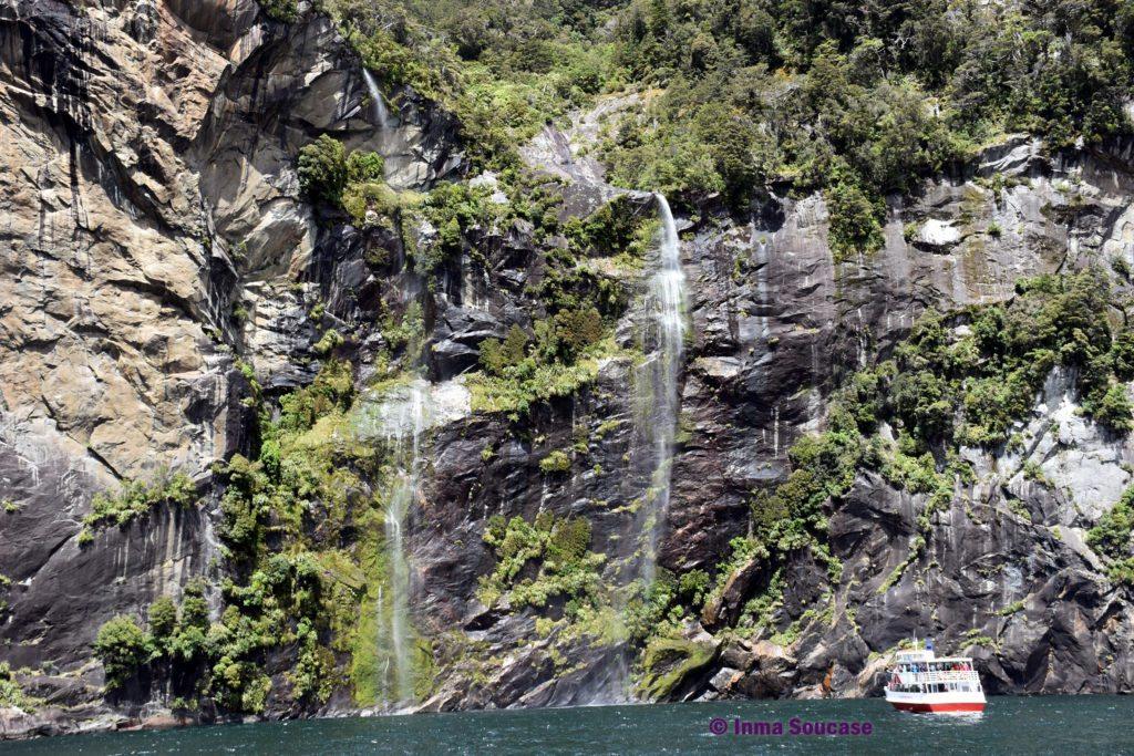 Milford Sound - cascadas fiordo