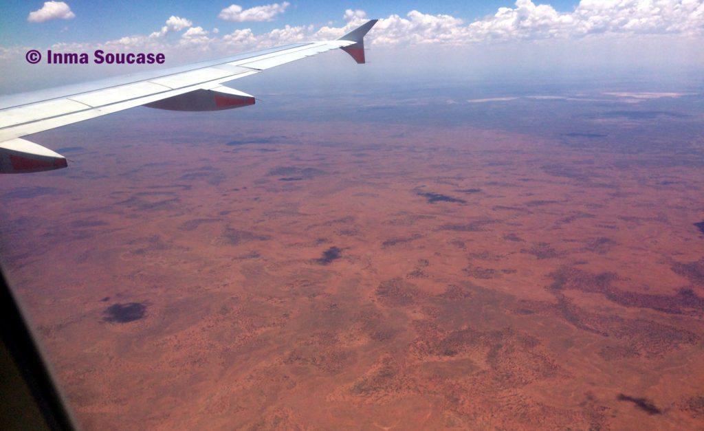 avión llegada Ayers Rock desierto Australia
