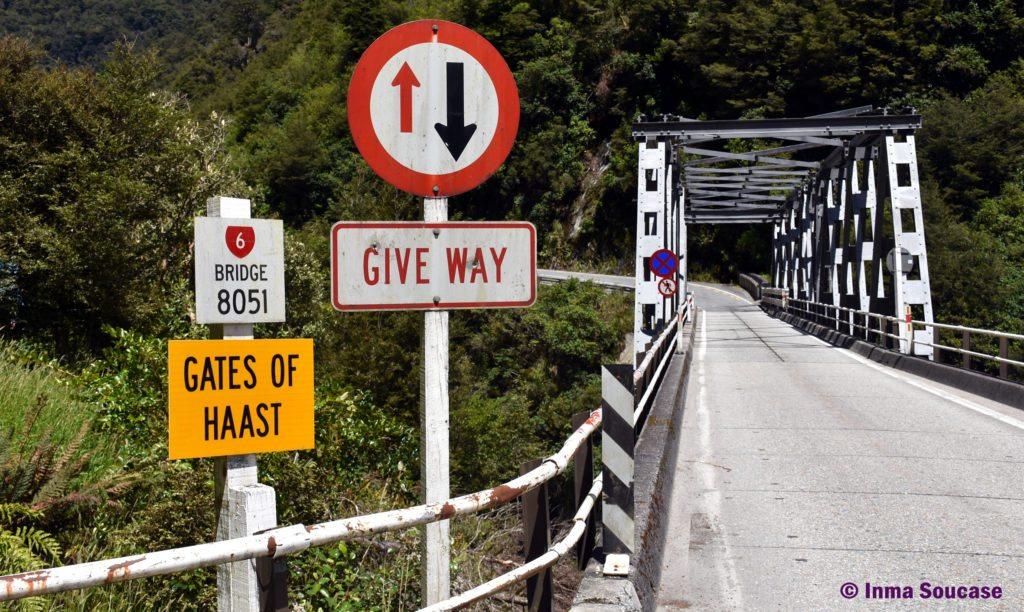 puente entrada Haast Pass