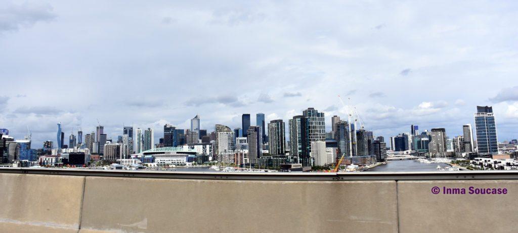 skyline Melbourne desde puente