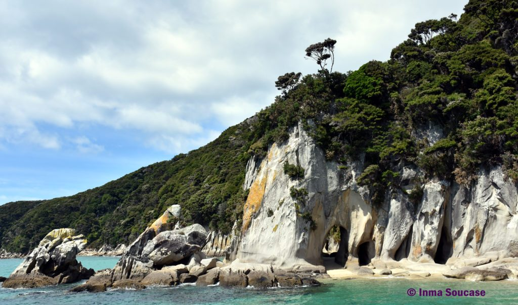 Parque Nacional Abel Tasman cueva piedra